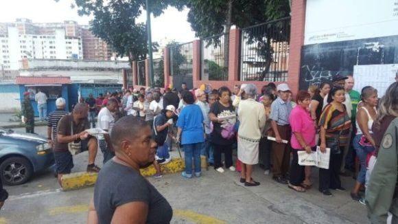 Para este ensayo el CNE de Venezuela habilitó dos mil máquinas, dispuestas en mil 942 mesas de 551 centros de votación. Foto: @VillegasPoljak.