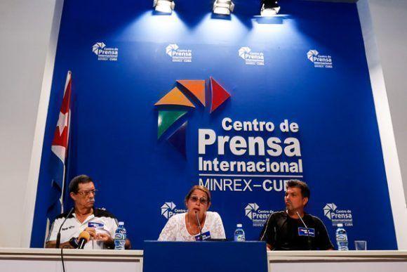 Gladys Bequer Díaz (centro), vicepresidenta del INDER, habla durante la conferencia de prensa para anunciar la carrera-caminata contra el bloqueo de Estados Unidos, en el Centro de Prensa Internacional (CPI) el martes 29 de agosto 2017, en La Habana, Cuba. Foto: Calixto N. Llanes/Periódico JIT (Cuba)