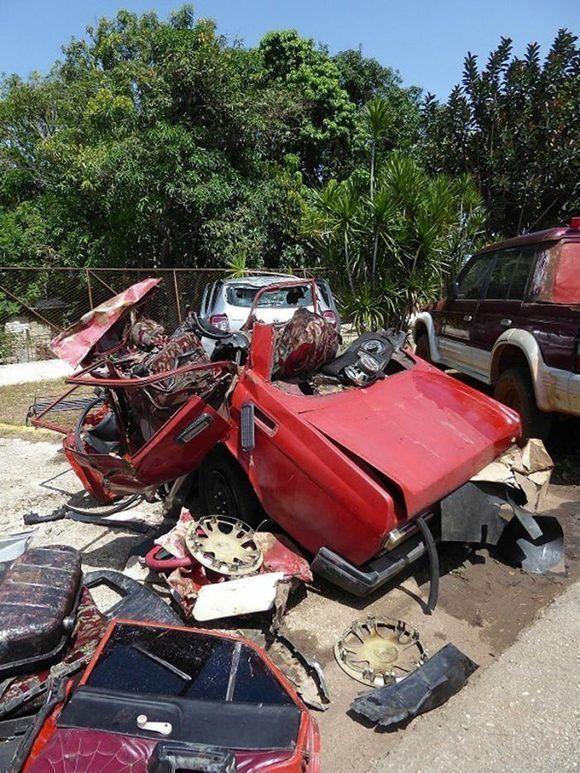 Estado en que quedó el auto Moskvitch. Foto: Ortelio González Martínez
