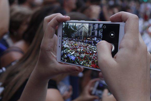 En Barcelona hubo un desfile en el mismo lugar donde hace unos días se impuso el terrorismo. Foto: Jennifer Veliz/ Cubadebate.