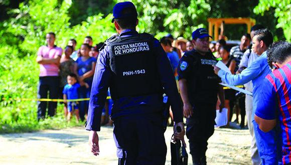 Un grupo de policías hondureños se declaran en huelga de brazos caídos. Foto de archivo