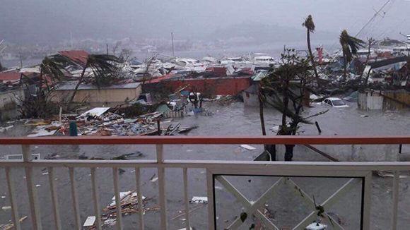 """El mar """"golpeó con una extrema violencia"""" en las costas de San Martín. Foto: @la1ere"""