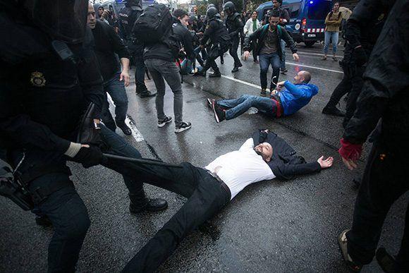 Los catalanes han sido víctima del desastrozo enfoque que le ha dado Rajoy al tema. Foto: Albert García/ El País.