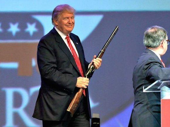 Donald Trump souligne en outre la politique étrangère militarisée des États-Unis.  Photo: AP.