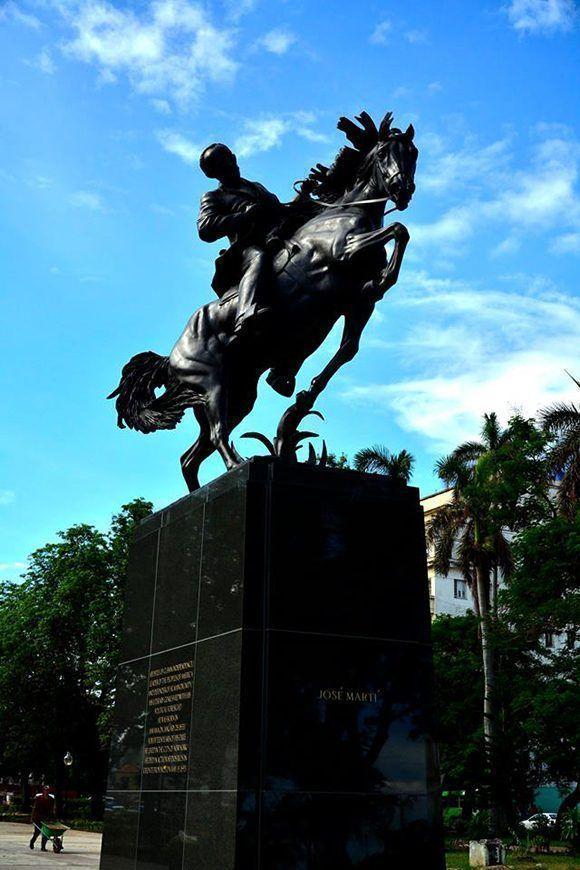 la artista estadounidense Anna Hyatt es la autora de la obra original que se encuentra en Nuava Yorl. Roberto Garaycoa/ Cubadebate.