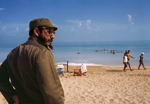 Fidel en la playa de Varadero. 1964. Foto: Lee Lockwood