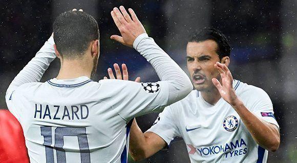 Hazard celebra su gol con Pedro. Foto: AFP.
