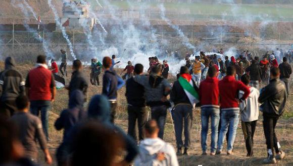 Enfrentamientos entre palestinos e isrelíes en la franja de gaza. Foto: Reuters