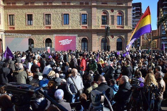 """En la mañana de este 16 de diciembre la coalisión electoral, """"En Comú Podem"""", salió a las calles en sus últimos días de campaña. Foto:  @CatEnComu_Podem/Twitter"""