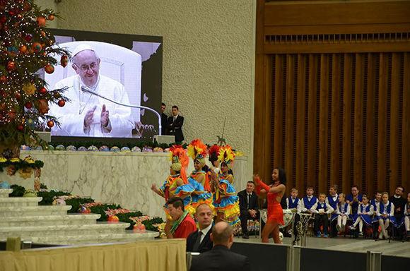 El elenco del Circo Nacional de Cuba conmovió al Papa Francisco. Foto: Ministerio de Cultura de Cuba.