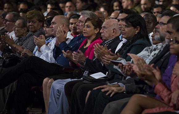 La gala estuvo presidida por José Ramón Machado Ventura, Segundo Secretario del Comité Central del PCC y por el Primer Vicepresidente de los Consejos de Estado y de Ministros, Miguel Díaz-Canel Bermúdez. Foto: Irene Pérez/Cubadebate