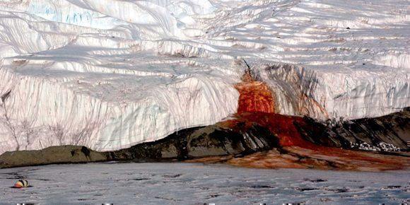 "Las cascadas de ""sangre"" de la Antártida: Foto: Popular Mechanics."