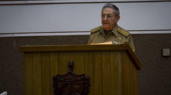 Raúl Castro interviene en la última sesión de la Octava Legislatura de ANPP. Foto: Irene Pérez/ Cubadebate.
