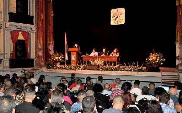 https://i2.wp.com/media.cubadebate.cu/wp-content/uploads/2018/01/La-Asamblea-Municipal-del-Poder-Popular-en-Santa-Clara-sesion%C3%B3-en-el-Teatro-La-Caridad-580x363.jpg