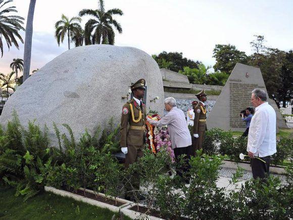 https://i2.wp.com/media.cubadebate.cu/wp-content/uploads/2018/03/SG-del-PCV-rinde-tributo-a-Fidel-580x435.jpg