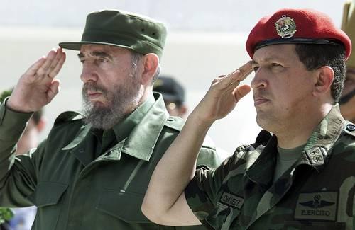 """Fidel y Chávez en el municipio de Sandino, provincia Pinar del Río el 21 de agosto de 2005, durante la edición 231 del programa """"Aló, Presidente"""". Foto: Ismael Francisco/ Cubadebate"""