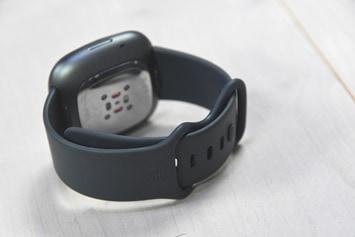 Fitbit-Sense-Band-Clasp-Closed