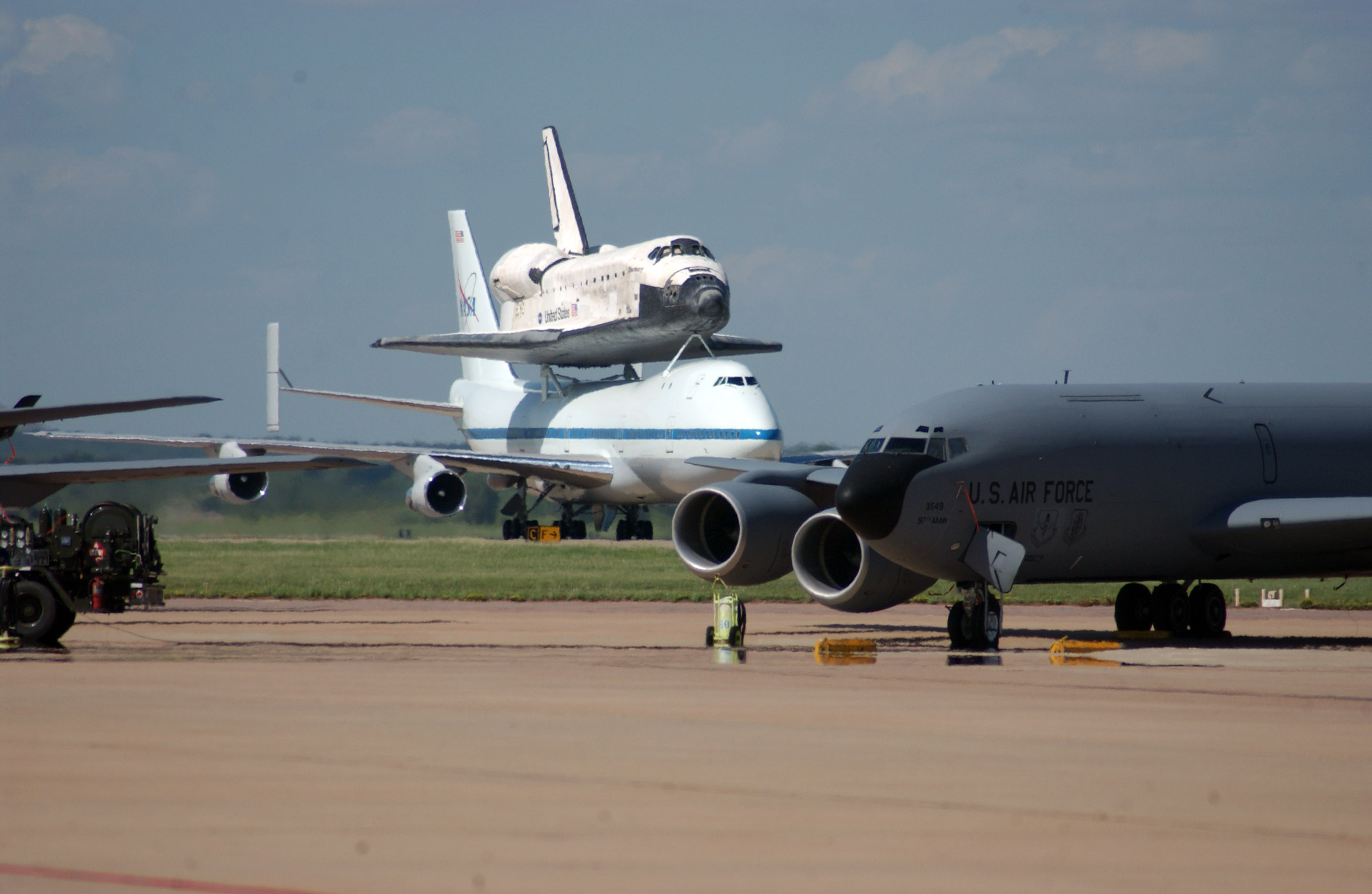 Space Shuttle Discovery Stops At Altus Barksdale Gt U S