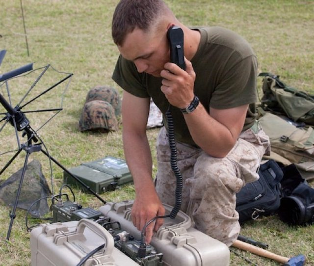 2 3 Tests Field Radio Operators During Communication Exercise Marine Corps Base Hawaii News Article Display