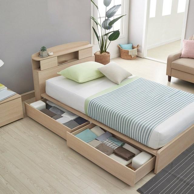 Küçük ev sahipleri yatak odası iç tasarımı için çok fazla depolama alanına sahip küçük yatak, küçük yatak odası için yerden tasarruf sağlayan en iyi fikir