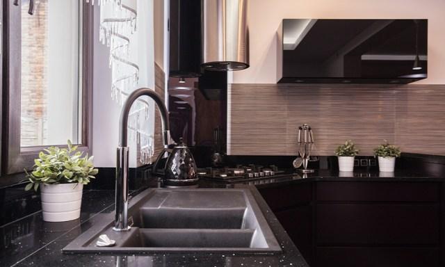 eviniz için siyah tezgah üstü mutfak