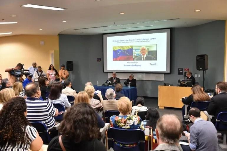 Representantes del exilio venezolano en Miami asistieron a la FIU para escuchar los planteamientos del alcalde de Caracas, Antonio Ledezma.