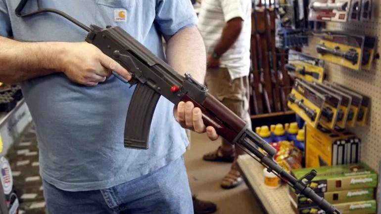 Grupos comunitarios abogan por un mayor control de las armas.