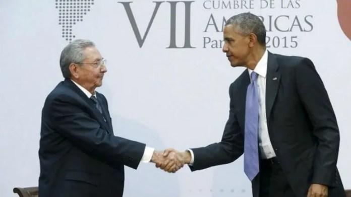 El histórico encuentro de Barack Obama y el gobernante cubano Raúl Castro en la Cumbre de las Américas de Ciudad de Panamá, en 2015