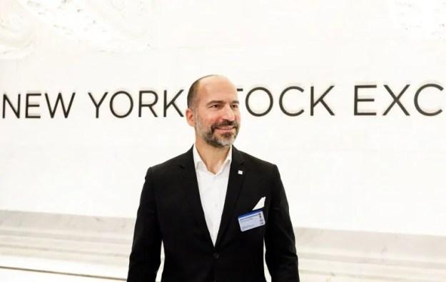 Dara Khosrowshahi, director ejecutivo de Uber, posa para los medios el 10 de mayo de 2019, el día de salida a bolsa de la empresa en Wall Street.