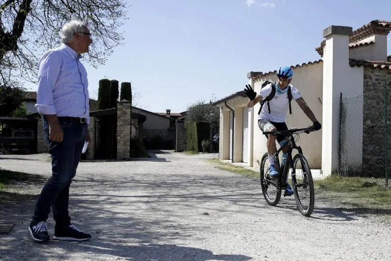 Lodetto has just 1,500 inhabitants and everyone knows who Martinelli is. Or rather, who is his father. Giuseppe Martinelli is one of the most successful cycling team managers in Italy.