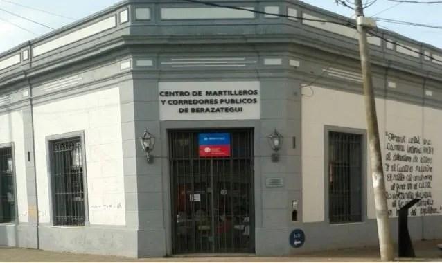 Gran parte de los estafados estuvieron ayer en la charla que organizó el Colegio de Martilleros de Berazategui.