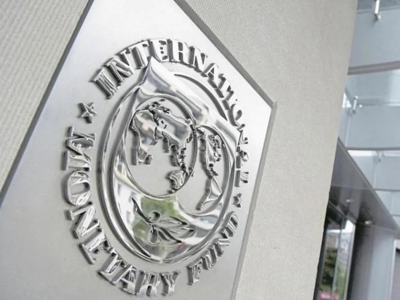 El FMI redujo al del 4,9% al 4,5% la proyección de crecimiento de la economía argentina.