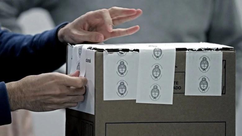 PASO: la Cámara Nacional Electoral recordó que no se debe cerrar el sobre con saliva