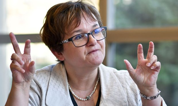 EZB-Direktorin Sabine Lautenschläger: Banken müssen handeln
