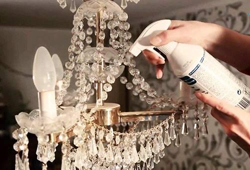 Cum se spală un candelabru de cristal: agenți simpli și specialiști cu droguri