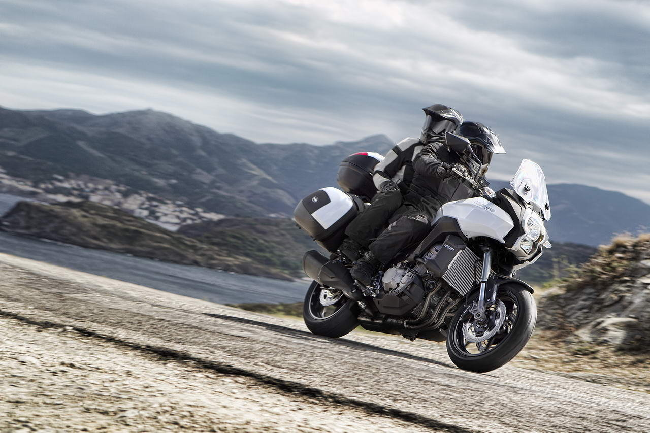 Kawasaki isi promoveaza motocicletele cu filme din Romania