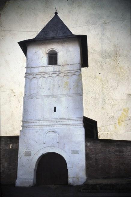 Manastirea Strehaia turn 2