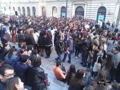 Mai multe mii de oameni