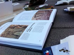 Una dintre cărțile din Lipscani