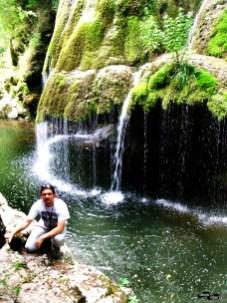 În fața cascadei Bigăr