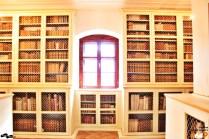 Fereastra, captivă între cărți