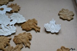 Decorații din iască albă de mesteacăn și maro de fag