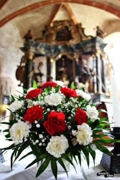Floricică, floare roșie. Sau era albă?