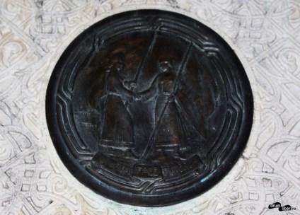 Unirea Face Puterea pe Borna de hotar simbolică (Focșani)
