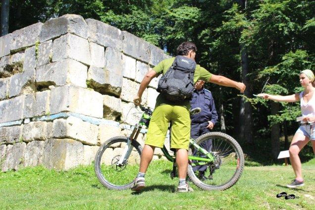 Nu se intră cu biciclete în cetatea dacică