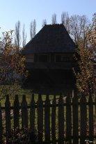Pe uliță, în muzeul satului de la Golești