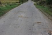 Drum turistic prost, gropi astupate cu pământ