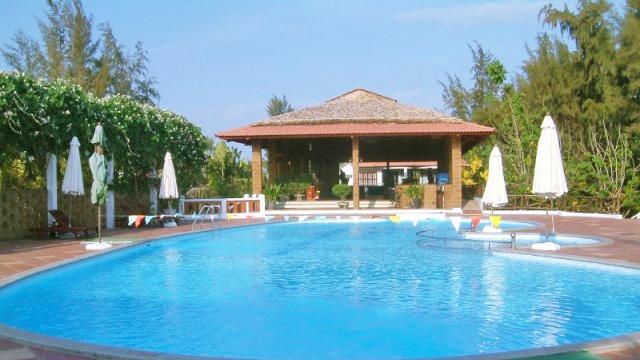 Bể bơi trong Hòn Ngọc Phương Nam resort.