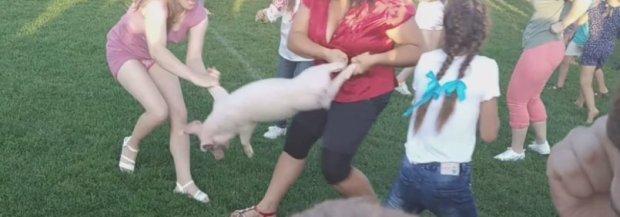 Жорстокі розваги на Волині: під час святкування люди ледь не розірвали живцем поросят