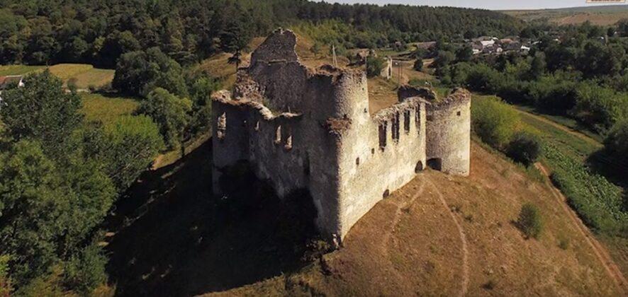 Дивовижні замки України: зруйновані, але не знищені (фото)